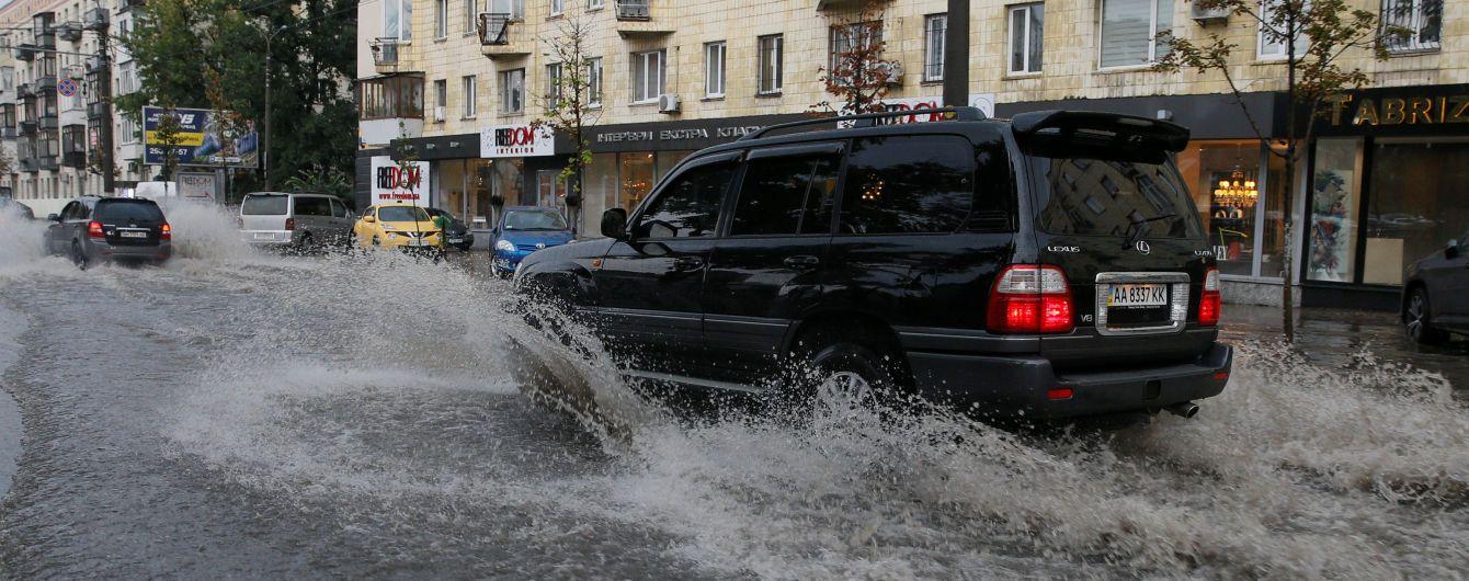 Кличко дав оцінку роботі комунальників, які ліквідовували наслідки урагану в Києві
