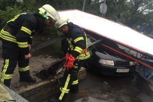 Если машину затопило. Юрист рассказал, как получить компенсацию за поврежденное авто