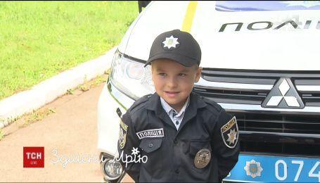 Здійсни мрію. Як змінилось життя 5-річного Гліба, який бореться з раком і мріє стати поліцейським