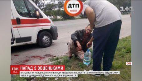 В Киеве заметили мужчину в крови и без половины нижней челюсти
