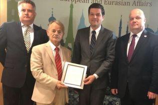 Лидер крымских татар Джемилев лично получил Крымскую декларацию США