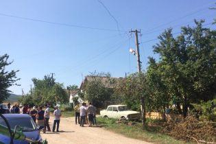 Окупанти в Криму обшукують будинки неповнолітніх, які зняли російські прапори з сільради