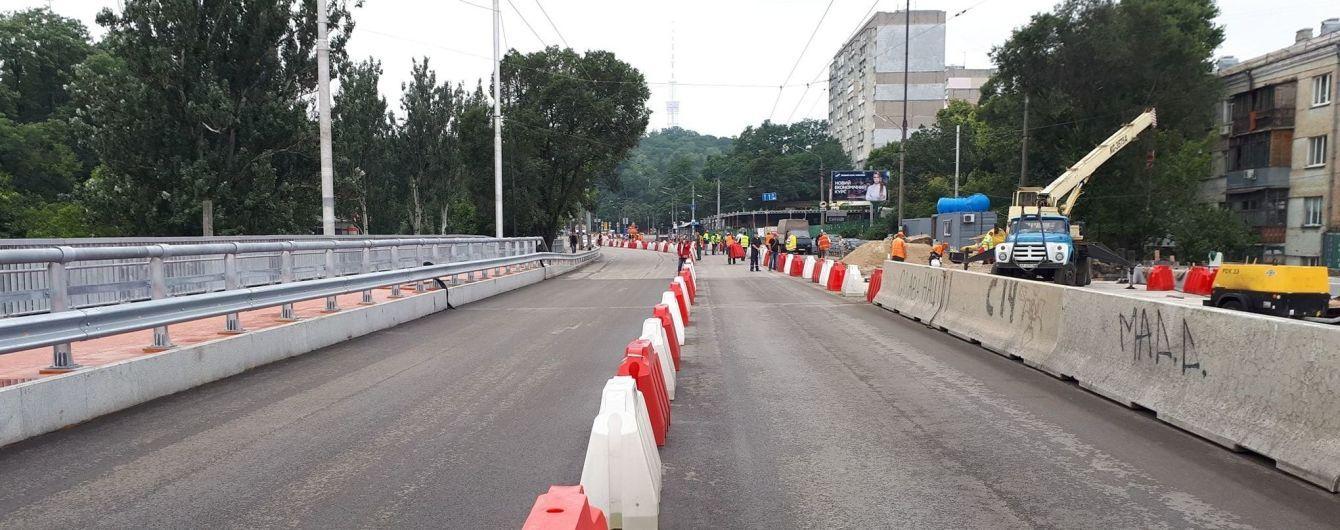 У Києві відновився рух шляхопроводом, який обвалився від дощу