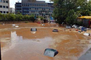 Після смертельного вогню - велика вода: передмістя Афін накрили потужні зливи