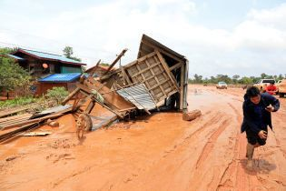 Смерть и разруха: что увидели лаосцы в родных местах после аварии на дамбе