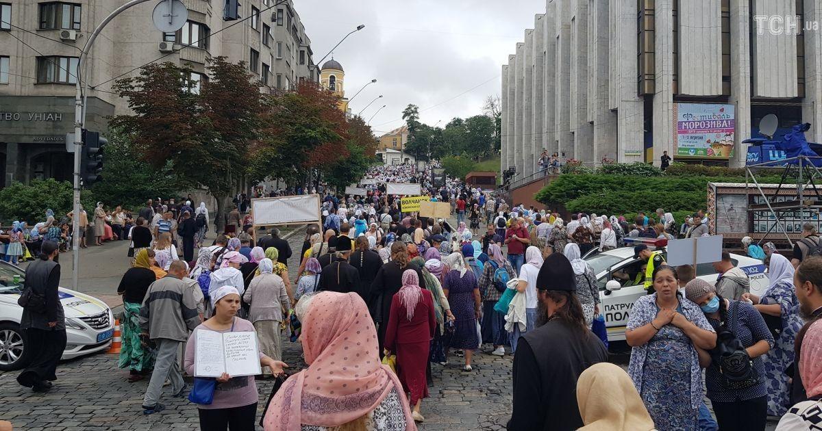 Верующие отправились на Владимирскую горку