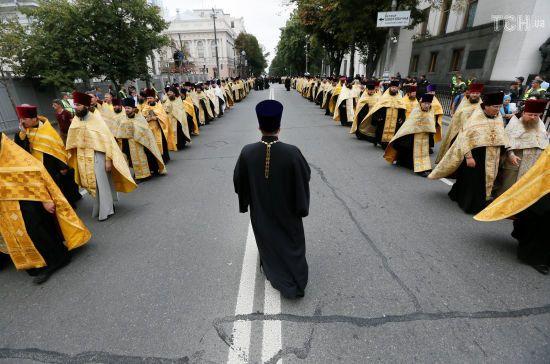 Стало відомо, хто з єпископів УПЦ МП побував на зустрічі з Порошенком