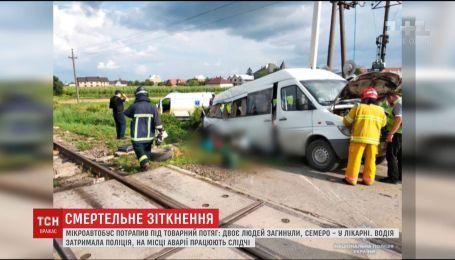 На Буковине микроавтобус с 18 пассажирами попал под товарный поезд, есть погибшие