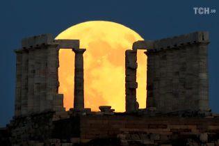 От Греции до Кении: как в разных концах света видно уникальное лунное затмение