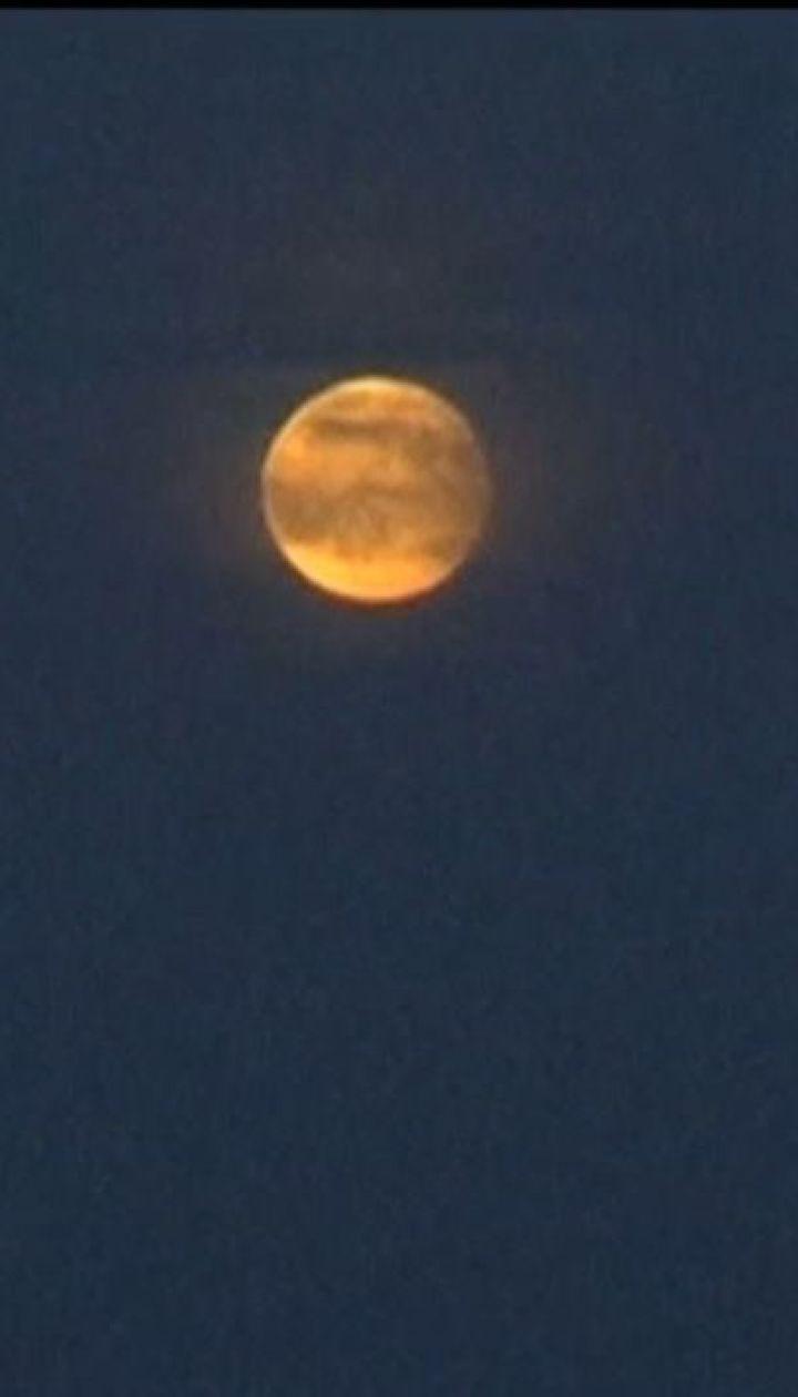 Українці готуються спостерігати найтриваліше місячне затемнення століття