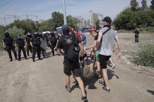 У Києві на Осокорках націоналісти протестували проти забудови, поліція застосувала сльозогінний газ