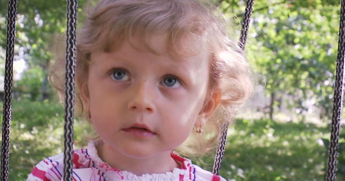 Двухлетней Маргарите нужна помощь в восстановлении слуха