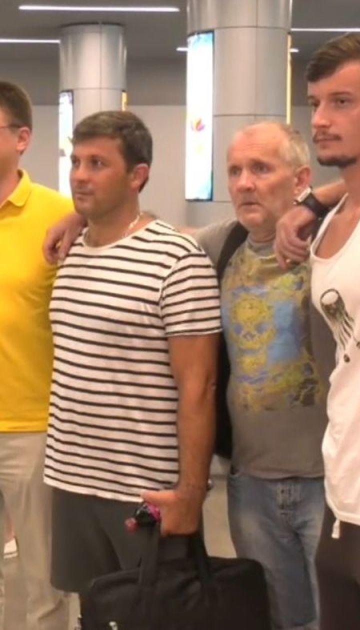 Із Греції до України повернулися 12 моряків, які 14 місяців перебували на арештованому кораблі