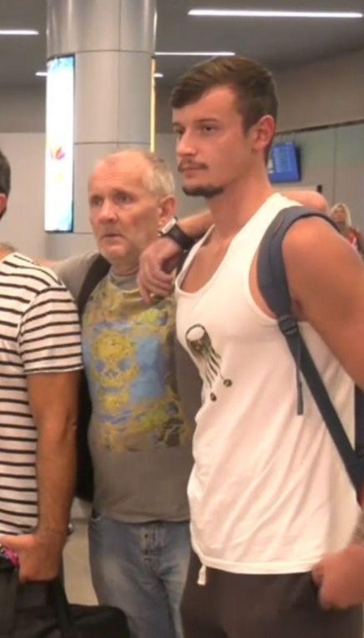 Из Греции в Украину вернулись 12 моряков, которые 14 месяцев находились на арестованном корабле