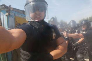 Полицейский намеренно ослепил фотокорреспондента газом во время столкновений – союз журналистов