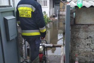У Дніпрі через пошкоджений колектор підтопило вулиці