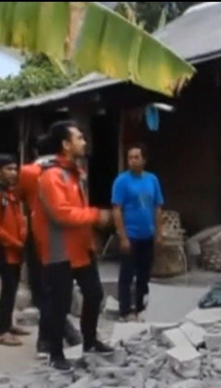 Более десятка человек погибли от мощного землетрясения в Индонезии