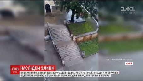За несколько минут мощный ливень превратил улицы Львова в реки