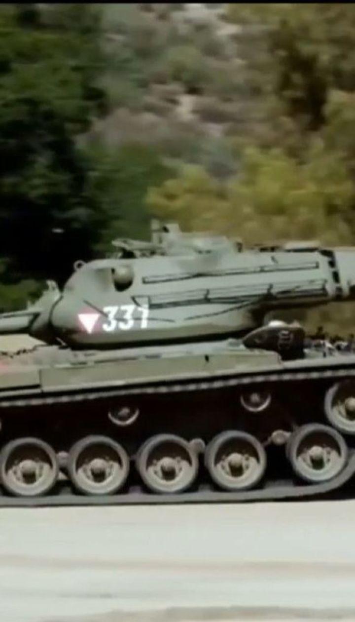 Арнольд Шварценеггер раздавил на своем танке длинный лимузин