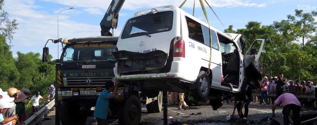 Во Вьетнаме по дороге на свадьбу погибли 13 человек
