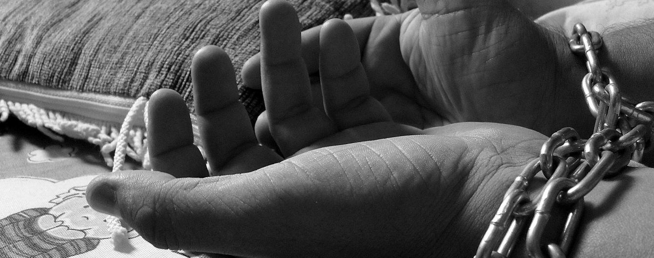 На Виннитчине мужчина держал в неволе переселенца с инвалидностью, угрожал и заставлял попрошайничать