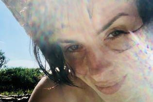 Принимает солнечные ванны: Надя Мейхер опубликовала пляжное фото
