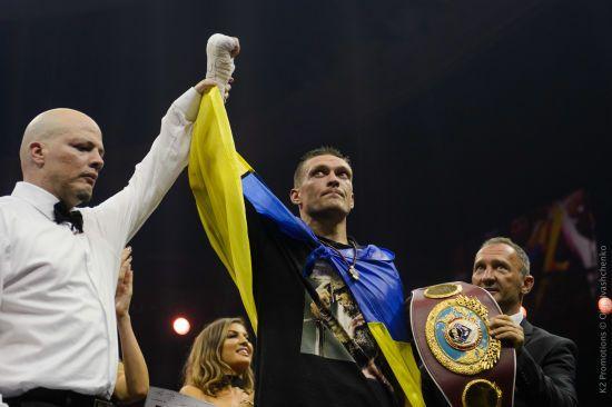 """Кличко пообіцяв провести захист титулу Усика на """"Олімпійському"""""""