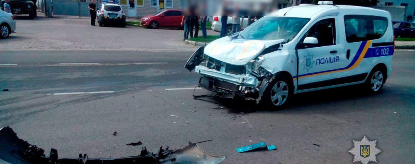 У Полтаві інкасаторське авто зіткнулося з поліцейським і перекинулось