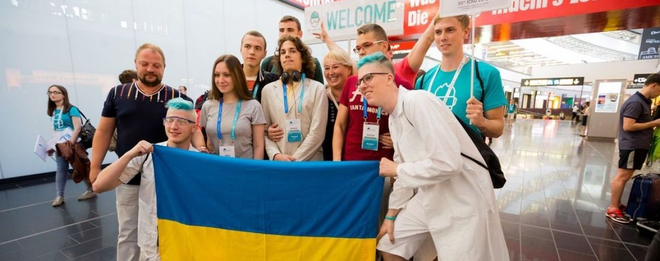 Школярі з України вибороли 9 медалей на міжнародних олімпіадах з фізики та хімії