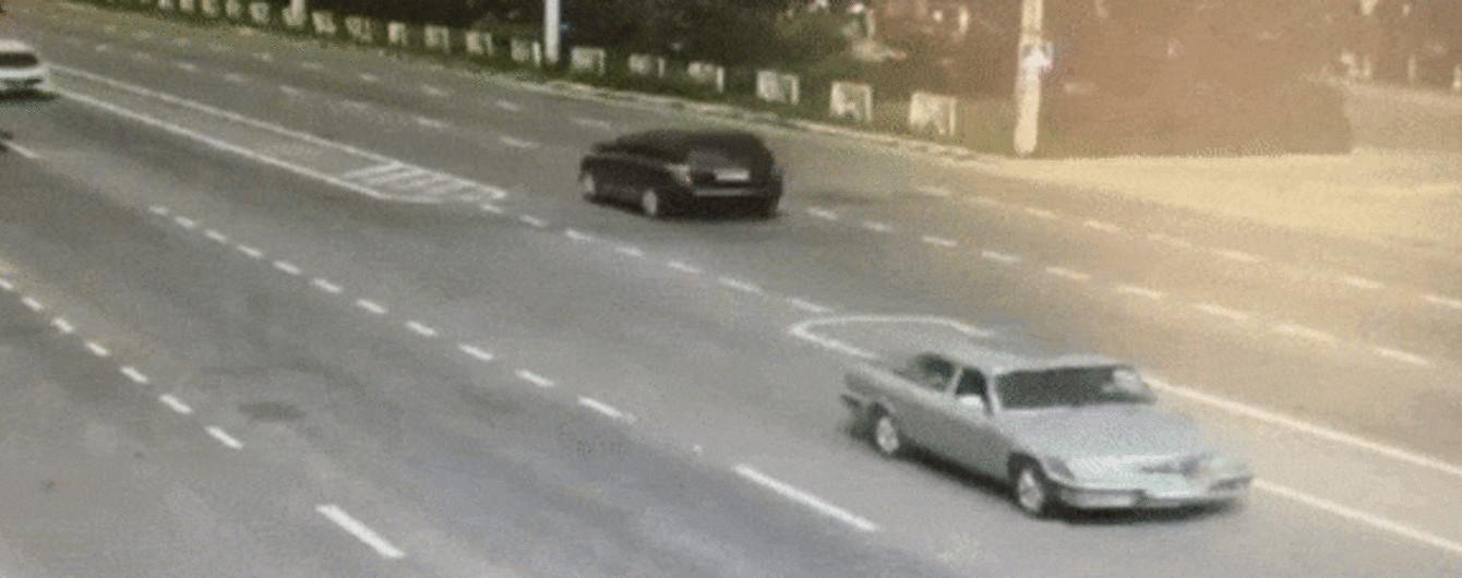 В соцсети опубликовали видео ДТП инкассаторов и полиции