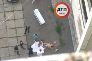 В Киеве из окна больницы выпал полуобнаженный мужчина