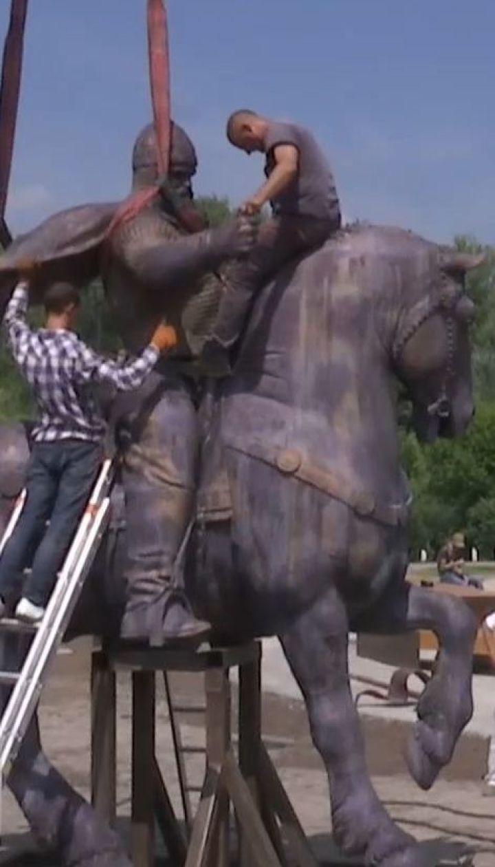 У Києві встановили пам'ятник Іллі Муромцю