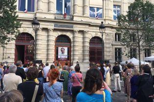Париж за свободу Сенцова: до банера на мерії додасться фільм про політв'язня