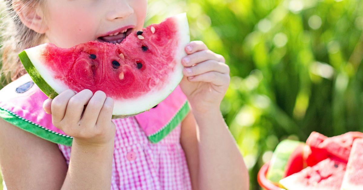 Как не отравиться обычной пищей летом и когда можно есть арбуз. Советы врачей