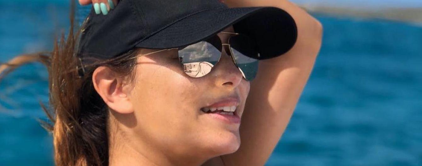 Загорает на яхте: Ева Лонгория поделилась новым пляжным снимком