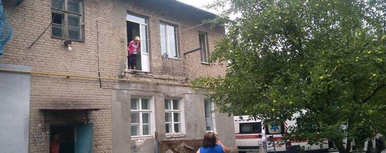 На Днепропетровщине в доме обвалился балкон вместе с жильцами