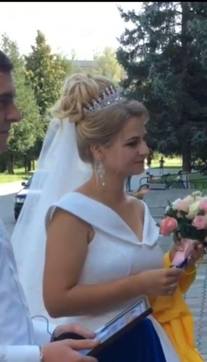 У Тернополі студентка педагогічного вишу вступала на магістратуру у весільній сукні