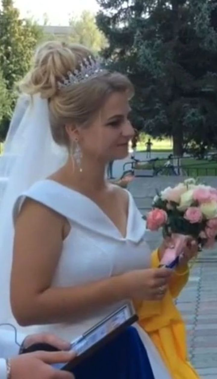 В Тернополе студентка педагогического вуза поступала на магистратуру в свадебном платье