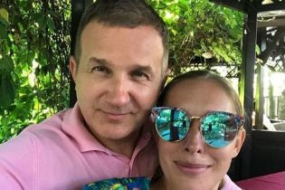 Горбунов займається йогою, а Осадча тішиться морем: подружжя показало, як проводить відпустку