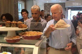 Впервые со времен президентства: Обама и его вице-президент Байден вместе посетили пекарню в Вашингтоне