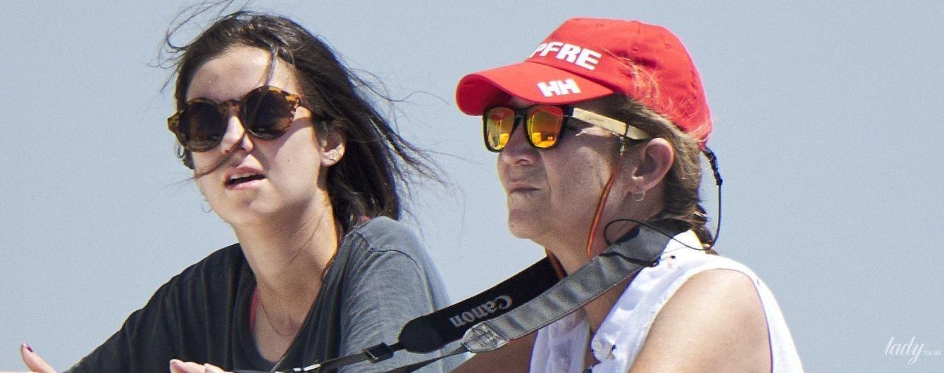 Принцеса в шортах, а король за штурвалом: іспанська королівська родина катається на яхті