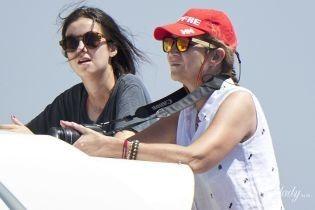 Принцесса в шортах, а король за штурвалом: испанская королевская семья катается на яхте