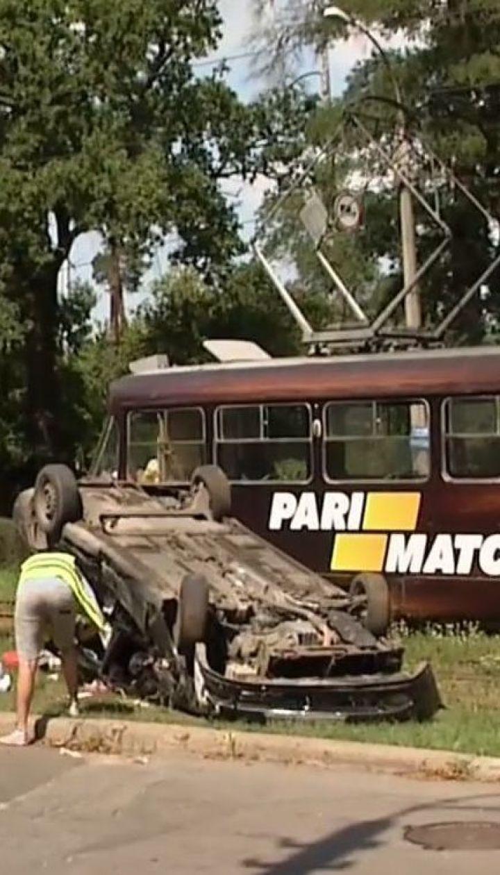 Легковик врізався у трамвай у Пущі-Водиці