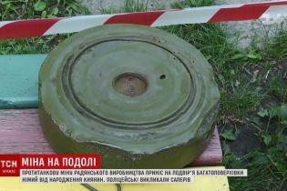 Киянин притягнув важку протитанкову міну на житлове подвір'я на Подолі