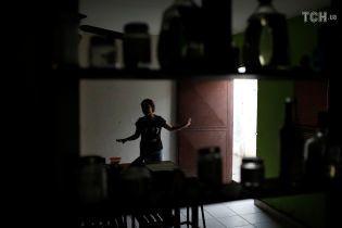 """Погіршення зубожіння у Венесуелі та """"шкільне"""" перемир'я на Донбасі. П'ять новин, які ви могли проспати"""