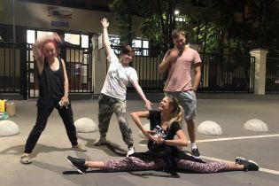 Российские полицейские задержали участницу Pussy Riot и двух театральных актеров