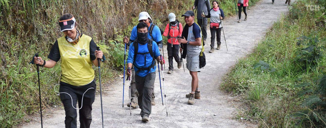 В Индонезии после разрушительного землетрясения сотни туристов оказались заблокированными на вулкане