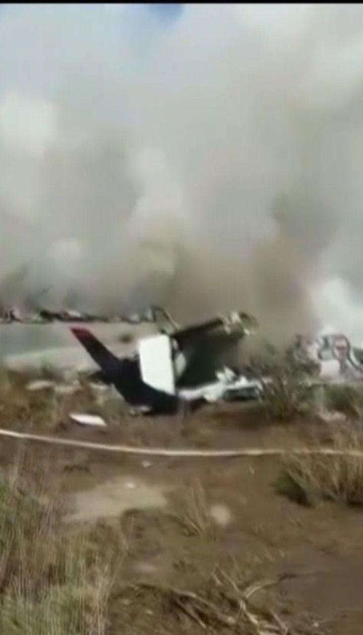 В Мексике сразу после взлета упал пассажирский самолет с 97 пассажирами на борту