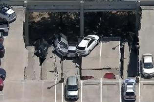 В Америці десятки авто понівечив обвал на паркінгу