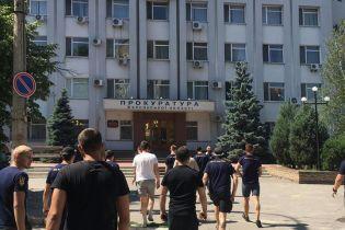 На знак підтримки Гандзюк активісти заблокували місцеву прокуратуру